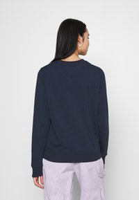 Tommy Jeans - REGULAR ESSENTIAL LOGO - Felpa - twilight navy - 2