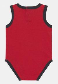 Jordan - AIR ELEMENTS SET UNISEX - Top - black/red/white - 1