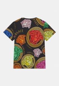 Versace - MEDUSA AMPLIFIED UNISEX - Print T-shirt - black/multicolor - 1