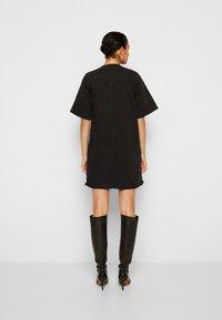 Victoria Victoria Beckham - FRAYED HEM MINI DRESS - Denim dress - black - 3