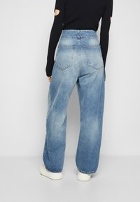 MM6 Maison Margiela - PANTS POCKETS - Relaxed fit jeans - vintage used/blue - 3