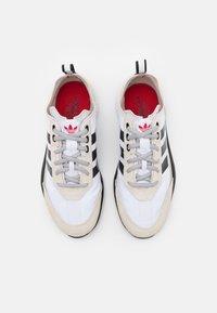 adidas Originals - SL 7200 UNISEX - Trainers - footwear white/core black/clear brown - 3