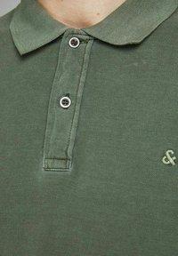 Jack & Jones - JJEWASHED - Polo shirt - forest night - 3