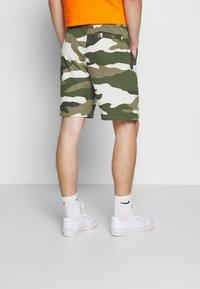 Nike Sportswear - CLUB  - Shorts - medium olive - 2