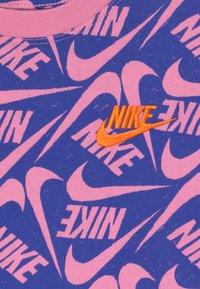 Nike Sportswear - T-shirts print - hyper blue/magic flamingo - 3