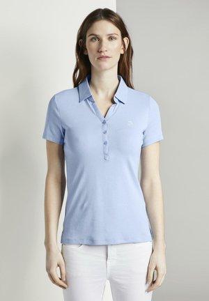TOM TAILOR POLOSHIRTS POLOSHIRT MIT KLEINER STICKEREI - Poloshirt - parisienne blue
