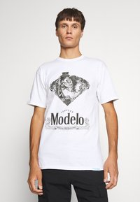 Diamond Supply Co. - DIA DE LOS MUERTOS TEE - Print T-shirt - white - 0