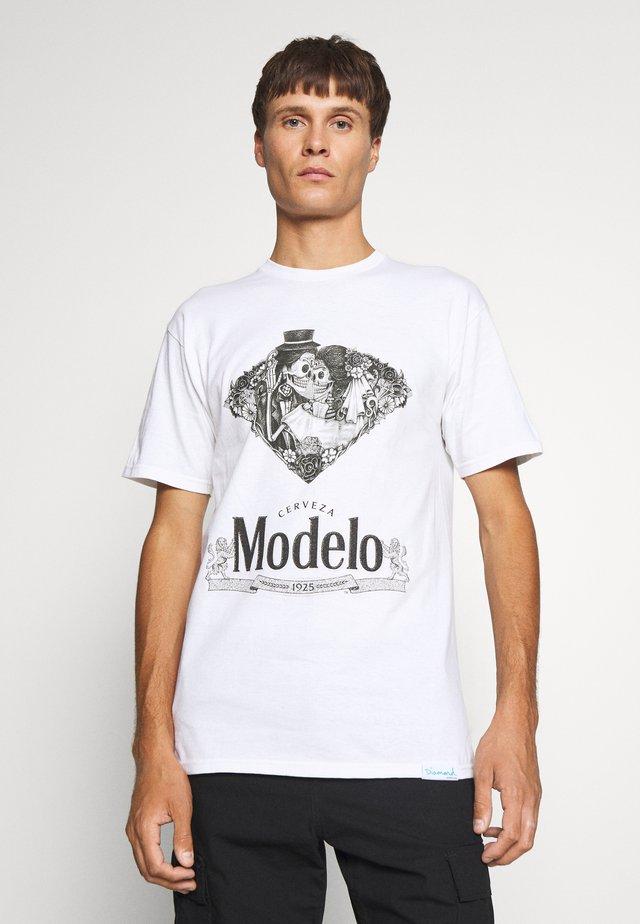 DIA DE LOS MUERTOS TEE - T-shirt con stampa - white