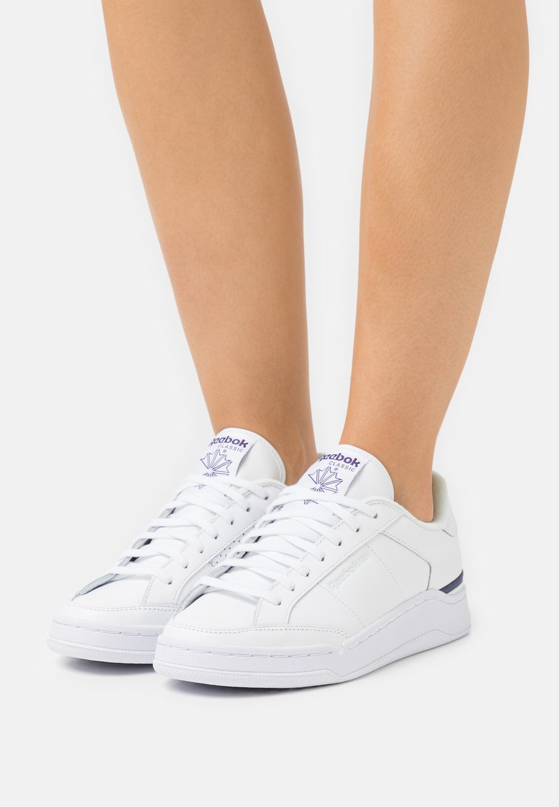 Reebok Classic - COURT - Sneakersy niskie - footwear white/aqua dust/dark orchid