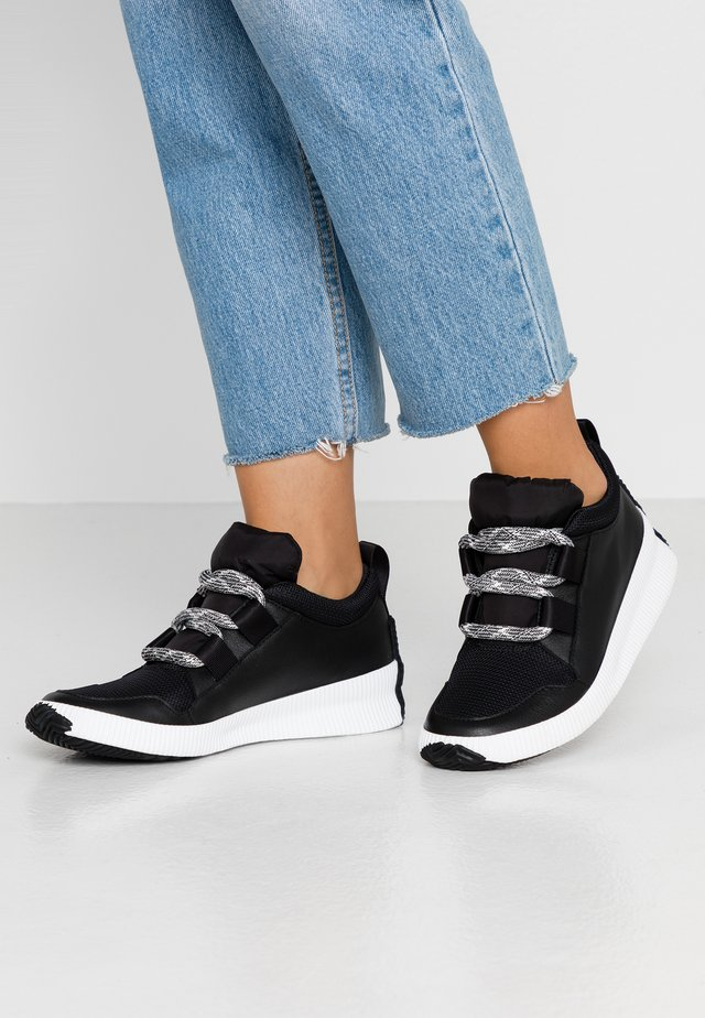 OUT N ABOUT PLUS STREET - Trainers - black
