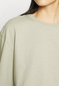 Zign - Botanical dyed - Langærmede T-shirts - olive - 5