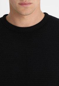 Selected Homme - SLHVICTOR CREW NECK - Stickad tröja - black - 4