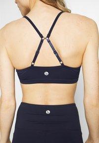 Cotton On Body - WORKOUT YOGA CROP - Light support sports bra - navy - 4