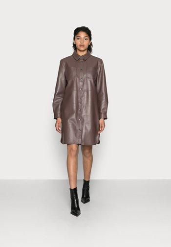 PIOLA LEATHER DRESS - Shirt dress - shopping bag