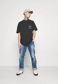 Topman - WARPED TEE - T-shirt med print - black - 1