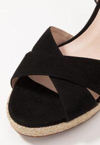 Stuart Weitzman - ROSEMARIE - Korolliset sandaalit - black - 2