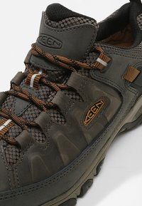 Keen - TARGHEE III WP - Hiking shoes - black olive/golden brown - 5
