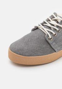 Pompeii - HIGBY VEGAN UNISEX - Sneakersy niskie - grey - 5