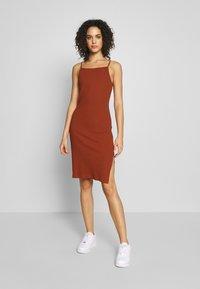 Even&Odd - Pouzdrové šaty - potter's clay - 0