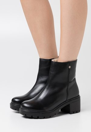 FLAVA - Kotníkové boty - black