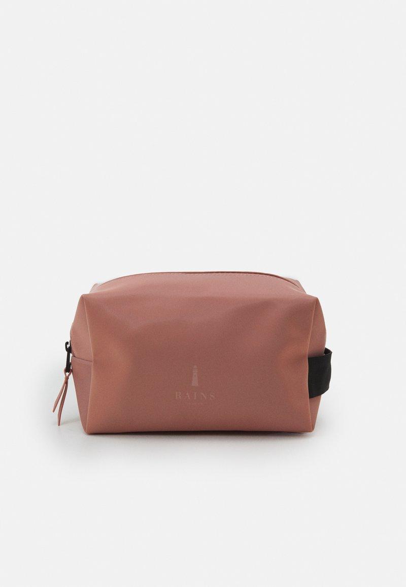 Rains - WASH BAG SMALL UNISEX - Kosmetiktasker - blush
