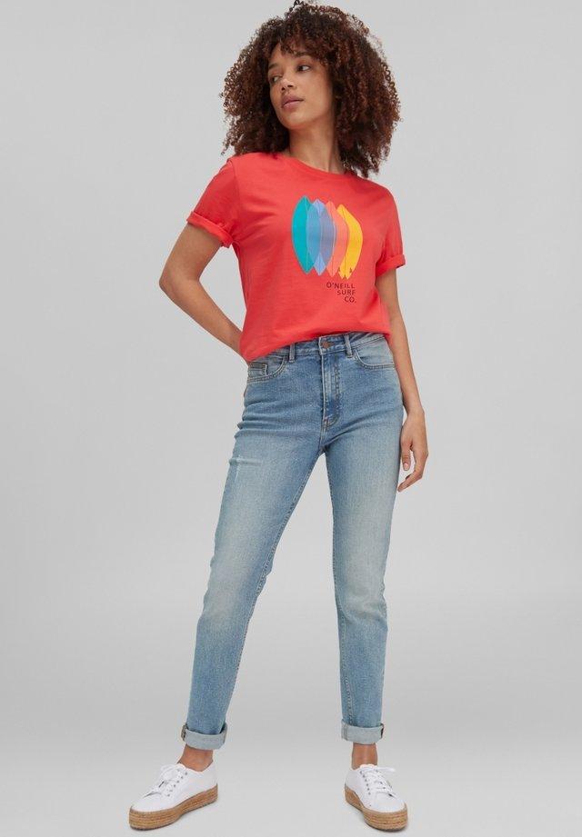 SURFBOARD - T-shirt print - cayenne coral