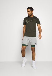 Nike Performance - DRY TEE CAMO - Print T-shirt - sequoia - 1