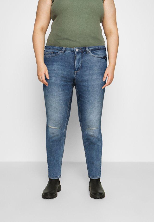 VMLORAEMILIE - Jeans slim fit - light blue denim