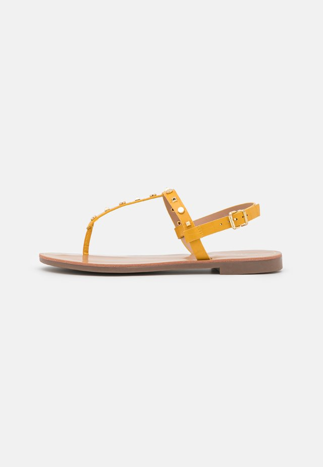 ONLMELLY STRUCTURE STUD  - Teensandalen - yellow