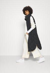 Freequent - OLGA - Waistcoat - black - 1