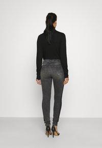 KARL LAGERFELD - SKINNY DENIM - Jeans Skinny - grey - 2