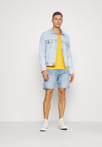 Pier One - T-shirt - bas - light yellow - 1