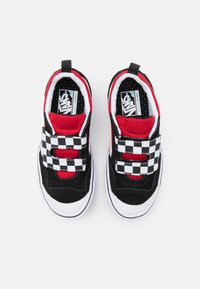 Vans - COMFYCUSH NEW SKOOL UNISEX - Trainers - black/red - 3