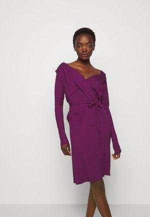 PANEGA DRESS - Žerzejové šaty - purple