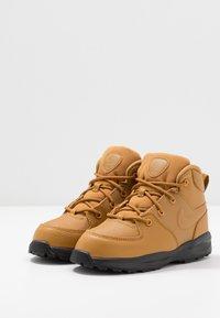 Nike Sportswear - MANOA '17 - High-top trainers - wheat/black - 3