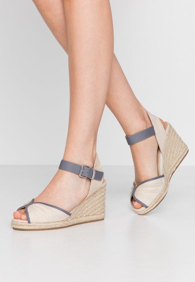 NEW PALMER - Korolliset sandaalit - natural