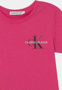 Calvin Klein Jeans - CHEST MONOGRAM - Camiseta básica - pink - 2
