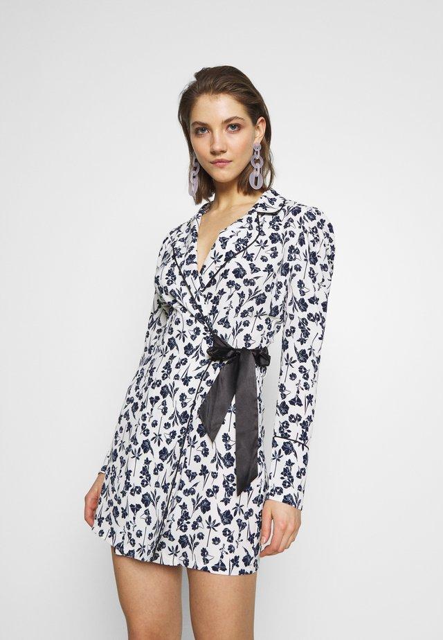 FLORAL WRAP BLAZER DRESS - Robe d'été - white