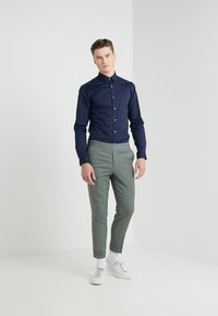 Tiger of Sweden - FILBRODIE EXTRA SLIM FIT - Chemise classique - navy - 1