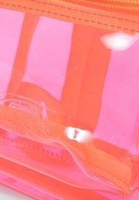 Eastpak - TRANSPARENT/CONTEMPORARY - Rucksack - pink - 3