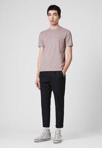 AllSaints - BRACE - Basic T-shirt - mauve - 1