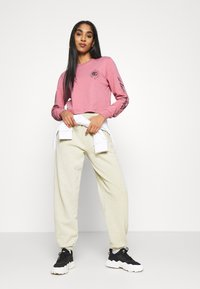 BDG Urban Outfitters - SOLAR CROP - Long sleeved top - pink - 1
