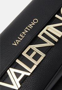 Valentino Bags - ALEXIA - Peněženka - nero - 5