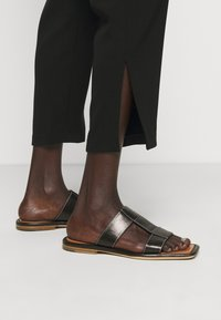 Theory - SLIT PULL ON ADMIR - Trousers - black - 3