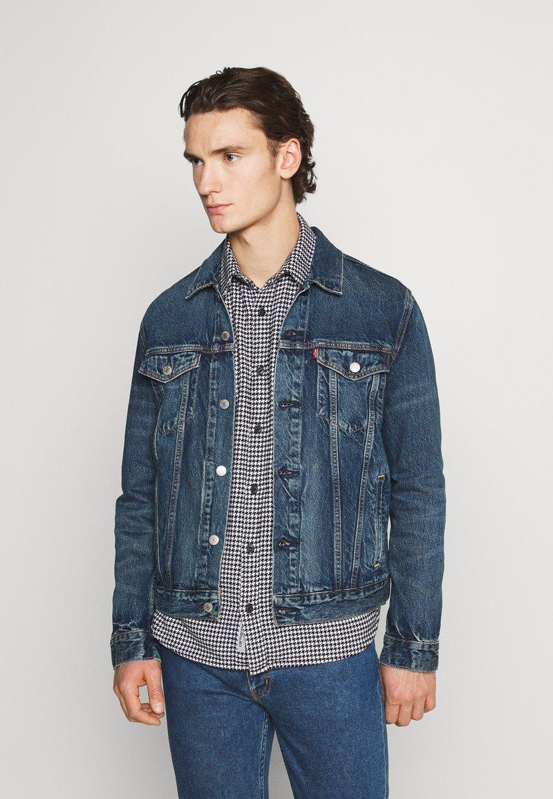 Levi's® - WELLTHREAD TRUCKER - Giacca di jeans - azurite indigo