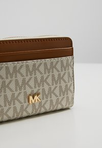 MICHAEL Michael Kors - MONEY PIECES COIN CARD CASE - Lommebok - vanilla - 2
