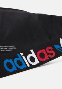 adidas Originals - TRICOLOR WAISTBAG UNISEX - Bæltetasker - black - 4