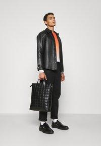 Bruuns Bazaar - BARLEY SHIRT - Košile - black - 3