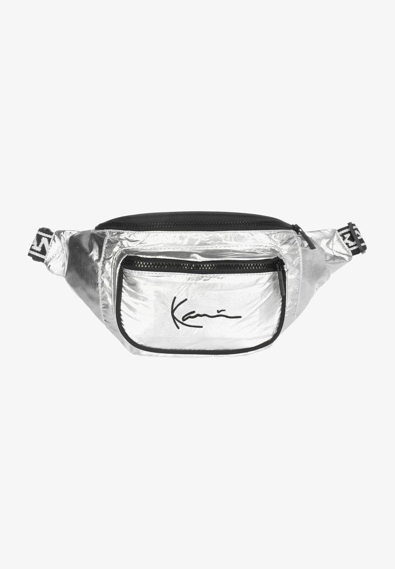 Karl Kani - SIGNATURE - Ledvinka - silver/black/white