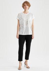 DeFacto - Print T-shirt - ecru - 1